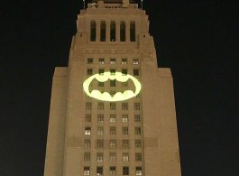 Los Angeles Pay Tribute To Adam West By Lighting Bat-signal at City Hall