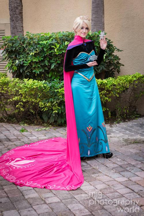Coronation Elsa Cosplay