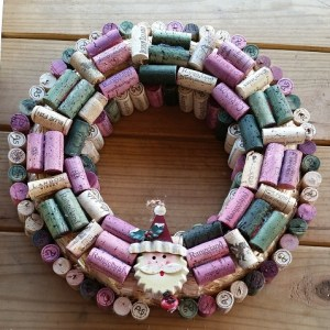 Crafting with The Geeky Blogger: Wine Cork Christmas Wreath