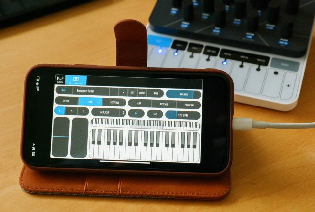 The CRAFTsynth is easily controlled via smartphone