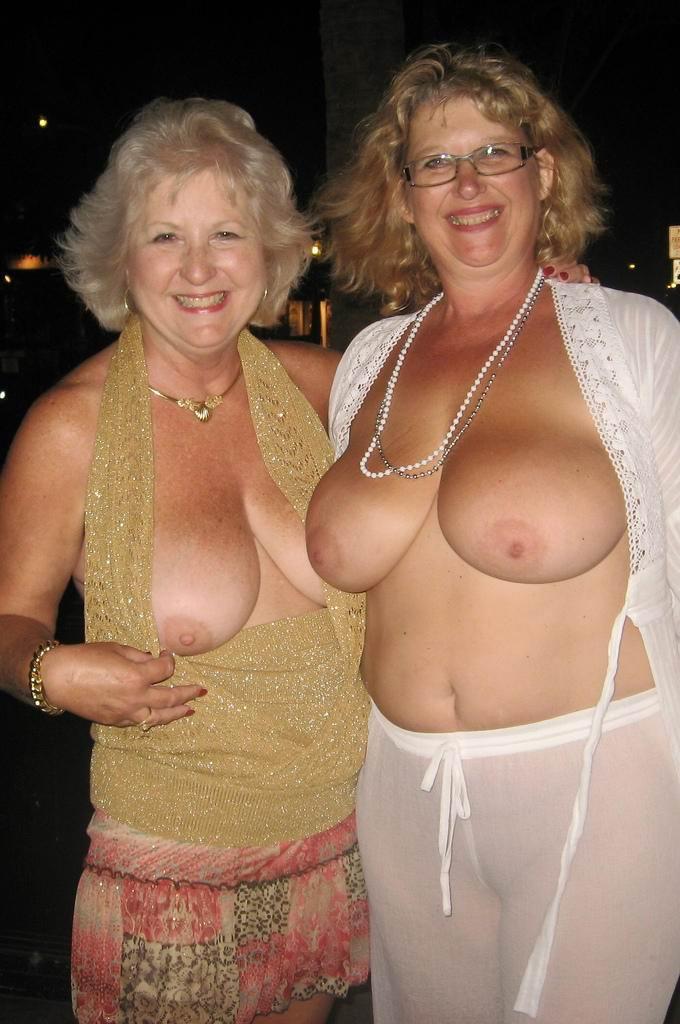 Oma dicke nackte Dessous für