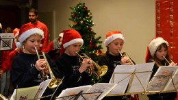 JUNIORKORPS: Full konsentrasjon fra juniormusikerne i Tromøy skolekorps, som overbevisende fremførte to musikkstykker. Foto: Esben Holm Eskelund