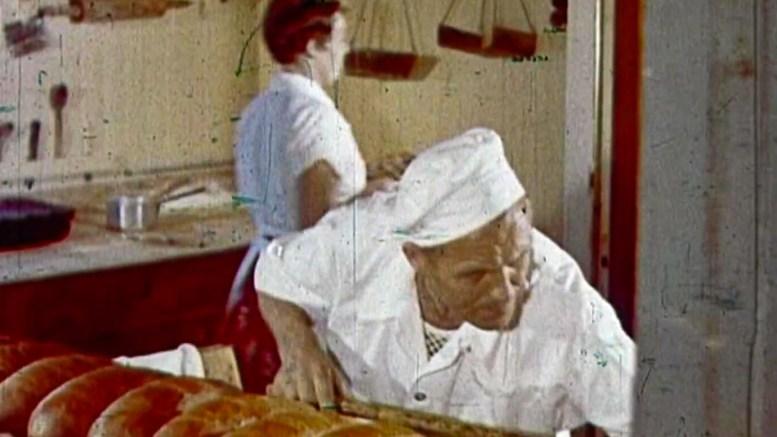 BAKER NILSEN: Erling og Anna Nilsen i arbeid i bakeriet. Foto: Centralfilm/Wiggo Nilsen