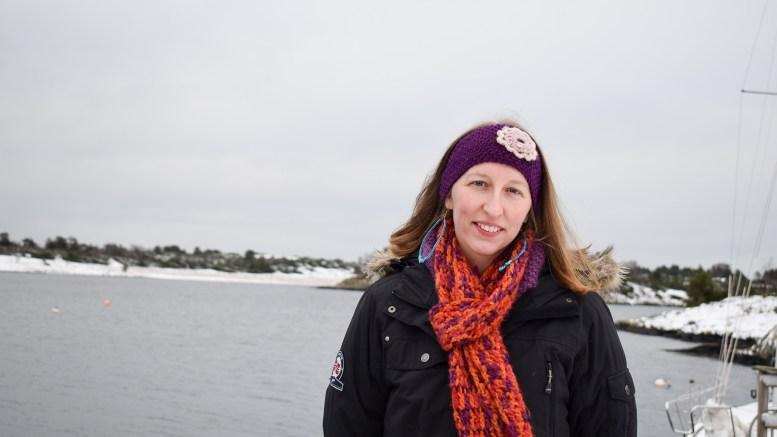 NY FLYTEBRYGGE: Nasjonalparkforvalter Jenny Marie Gulbrandsen gleder seg over at styret i Raet Nasjonalpark har sagt ja til å tillate flytebrygge på Tromlingene. Foto: Esben Holm Eskelund