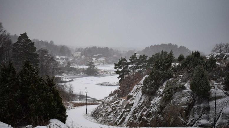 SNØVÆR: Slik ser det ut mot Vågsnes fra Fabakkheia onsdag ettermiddag. Foto: Esben Holm Eskelund