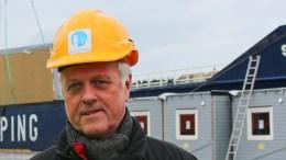 LYTTET: – Når vi blir bedt om å stille på folkemøte, så må vi gjøre det, sier Jarl Steinar Odinsen (Ap), leder av havnestyret i Arendal kommune. Foto: Esben Holm Eskelund