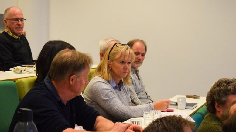 KJØP LOKALT: Unni Ramsvatn ved Bjellandstrand gård mener kommunen bør forplikte seg til å kjøpe lokalt produserte næringsmidler for å bygge opp under lokalt næringsliv. Foto: Esben Holm Eskelund
