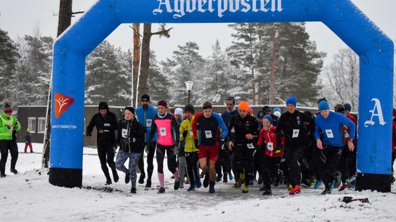 LOKAL VINNER: 15 år gamle Christian Lauvdal Bie (i gult) fra Tromøy gikk først i mål av samtlige som stilte på den 4,6 km korte løya i terrengkarusellen på Hove sist uke. Foto: Esben Holm Eskelund