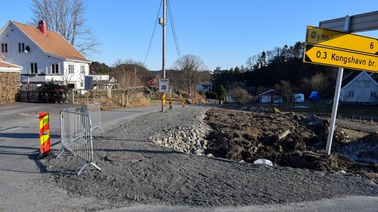 NYTT FORTAU: På høyre side av Kongshavnveien bygges nytt fortau for å bedre trafikksikkerheten i forbindelse med utbyggingen på Kongshavnheia. Foto: Esben Holm Eskelund