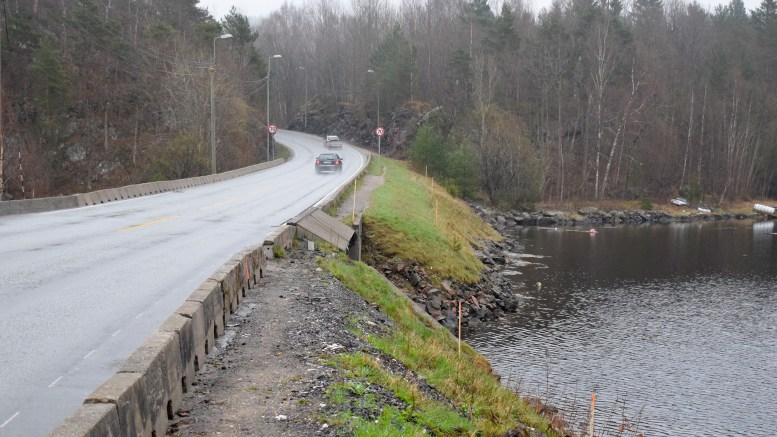GANG- OG SYKKELVEI: Neste år skal strekningen mellom Holtet og Skudereis ha på plass gang- og sykkelvei. Det er ikke en måned for tidlig. Foto: Esben Holm Eskelund