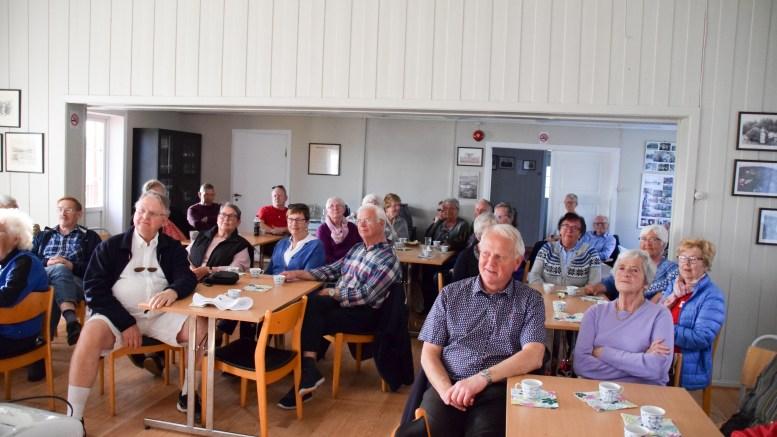 MANGE MØTTE: Flademoen kretslokale var godt fylt opp med mennesker fra Tromøy som er interessert i frivilligsentralens arbeid og funksjon i lokalsamfunnet. Foto: Esben Holm Eskelund