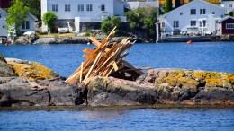 HÅP FOR ST.HANS Brannvesenet opphever totalforbudet mot grilling og bål. Dermed er håpet tent for dette St.Hansbålet ved Torjusholmen. Foto: Esben Holm Eskelund