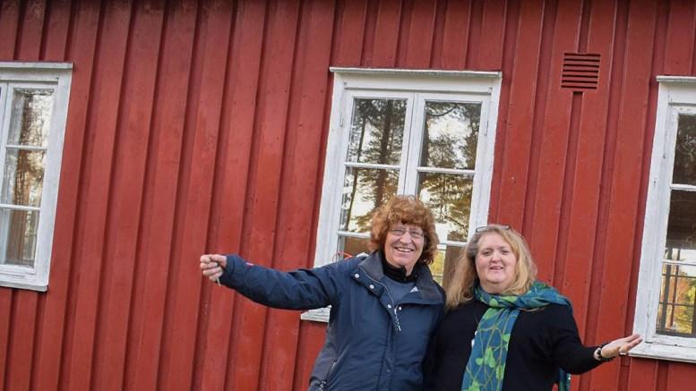 FLADEMOEN:Anne Lien Studsrød og Lill-Anita Andersen er blant primus motorene for Flademoen. Onsdag inviterer de på sommerfest. Arkivfoto: Esben Holm Eskelund