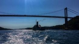 DS STYRBJØRN: 108 år gammel skipshistorie seilte gjennom Tromøysund fredag kveld. Foto: Esben Holm Eskelund