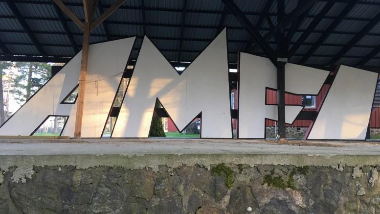 NYE FESTIVALPLANER: Skiltet fra sist det var festival på Hove står fortsatt på Hove. Kanskje blir det tatt i bruk igjen allerede neste sommer? Foto: Esben Holm Eskelund