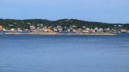 LANGRUMPA: Holme i Merdø- og Revesandsfjorden, som i årevis har vært et sted for å brenne St.Hans-bål. Foto: Esben Holm Eskelund