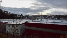 FORDUMS INDUSTRI: De store mekaniske virksomhetene har flyttet vekk, men skallene av industrihaller står igjen - til forfall, mener eieren av selskapet som eier arealene. Foto: Esben Holm Eskelund