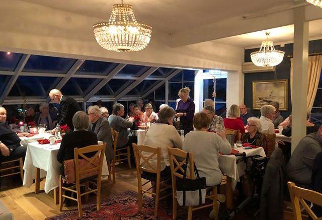 STASELIG JULEBORD: Tromøy Helselag holdt staselig julebord på Arendal Herregaard. Foto: Tromøy Helselag