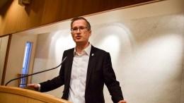 STØTTER UTVALGET: Ordfører Robert Cornels Nordli (Ap) støtter kommuneplanutvalgets anbefaling til bystyret om å si nei til forslaget til oppstart av planarbeid for campingarealene på Hoveodden. Arkivfoto