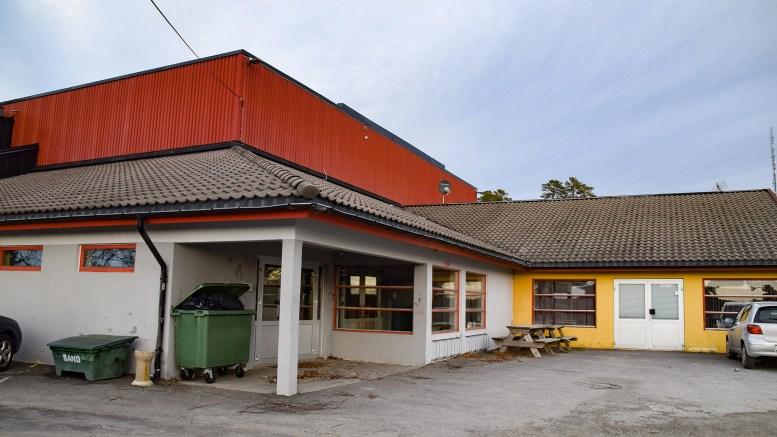 UTLØSTE ALARM: Brannalarmen ble utløst på kjøkkenet i klubbhuset i Tromøyhallen. Arkivfoto