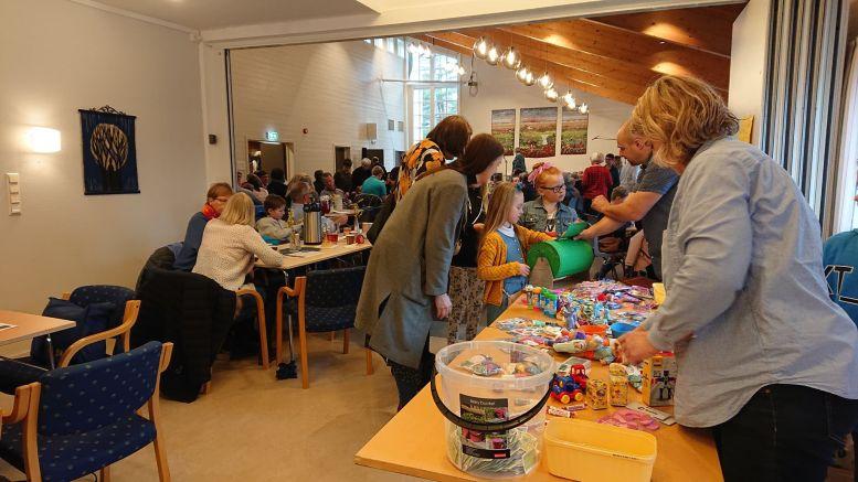 LOTTERI: Ingen basar uten tradisjonelt lotteri og tombola. Foto: Tom Terjesen