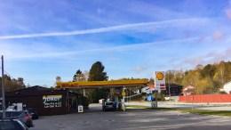 FINA: Institusjon på Tromøy for burger og bensin i en årrekke. Foto: Esben Holm Eskelund