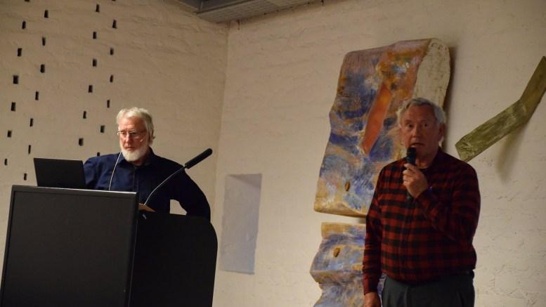 GEOLOGITIME; Ivar Johan Jansen (t.v.) og Harald Breivik fra Sørlandets Geologiforening holdt foredrag om Raets opprinnelse i møte med forskere fra Norsk institutt for naturforskning (Nina) om sårbarhet i Raet nasjonalpark. Foto: Esben Holm Eskelund