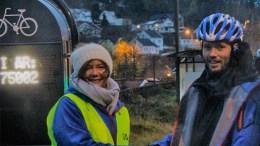 SYKLE TIL JOBBEN: Folkehelsekoordinator Tone Merete Worren Kløcker bor på Tromøy og er en av pådriverne for å få folk til å trø seg frem i stedet for å kjøre bil. Foto: Arendal kommune/Facebook