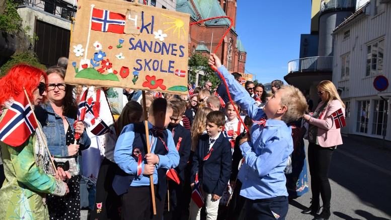 17. MAI I ARENDAL SENTRUM: Bildeglimt fra nasjonaldagsfeiringen i sentrum av Arendal. Foto: Esben Holm Eskelund