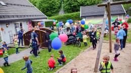 BAKTUSFESTIVALEN: Unger fra flere av barnehagene på Tromøy strømmet til som festivaldeltakere på Baktusfestivalen i Fabakken barnehage. Foto: Esben Holm Eskelund