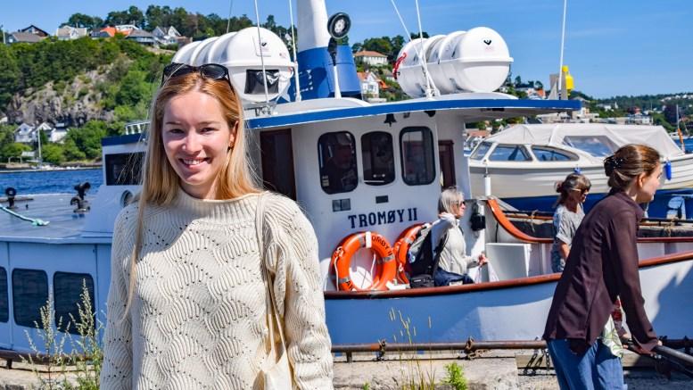 BILLETTLØSNING: Arendal Høyres Amalie Kollstrand mener tromøyfolk bør si ifra at de vil ha felles billettløsning for buss og ferje, som endelig korresponderer. Foto: Esben Holm Eskelund