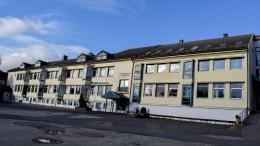 ROLIGHEDEN SKOLE: Bystyret har sagt ja til at Arendal eiendom KF kan starte riving av den gamle skolebygningen. Foto: Esben Holm Eskelund
