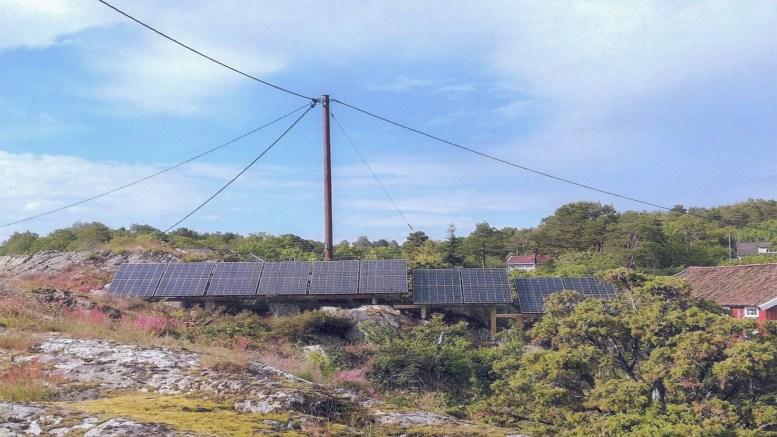 IKKE VARSLET: Ifølge den anonyme henvendelsen til Arendal kommune ble ikke naboene varslet om solcelleanlegget. Foto: fra brevet