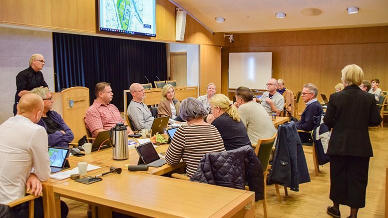 EGEN ANALYSE: Kommunalsjef Geir Skjæveland slo fast for kommuneplanutvalget at det skal gjøres en analyse av sårbarhet også i campingområdet i forbindelse med reguleringsplanarbeidet. Foto: Esben Holm Eskelund