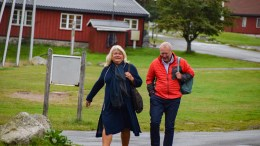 TIL VERKET: Her ankommer nestleder Sidsel Pettersen (H) og Morten Kraft (Ap) sitt første styremøte som ledere i Hove drifts- og utviklingsselskap AS. Foto: Esben Holm Eskelund