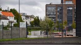 VOLDSTILTALE: Ei tenåringsjente fra Tromøy står tiltalt for å ha banket opp en annen jente i Barbu park i sommer. Illustrasjonsfoto