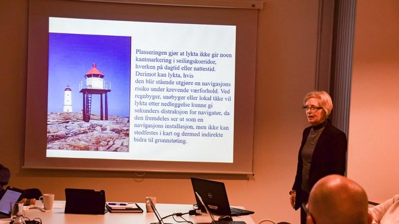 KRITISK: Kommunearkitekt Nora Moberg Lillegaard ga uttrykk for at hun ikke var spesielt imponert over Kystverkets forslag til oppgraderinger av sjømerker og fyr. På bildet ser du fyrlykta på Lille Torungen, som foreslås fjernet. Foto: Esben Holm Eskelund