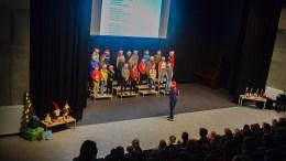ADVENTSSAMLING: Her synger 7. trinn Deilig er jorden sammen med sine medelever på barneskolen på Roligheden. Foto: Esben Holm Eskelund