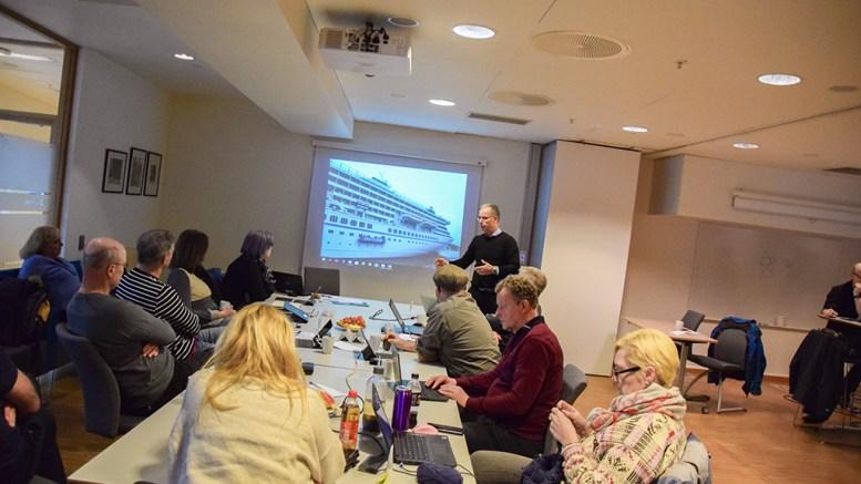 STØY FRA HAVNA: Havnesjef Rune Hvass fortalte politikerne at det noen opplever som vondt i dag ved havna på Eydehavn vil bli langt verre i fremtiden. Foto: Esben Holm Eskelund