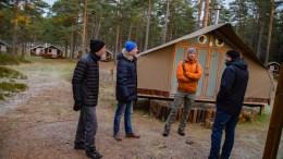 CANVAS-BEFARING: Varaordfører Terje Østebø Eikin (t.v.) og Øystein Krogstad besøkte Canvas Hove og ble vist rundt av styreleder Vebjørn Haugerud og daglig leder Jan Fasting. Foto: Esben Holm Eskelund