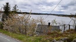 NY HYTTE: På Hånestangen ved Østre Tromøyvei er denne hytta i dag ikke synlig fra fylkesveien. Nå søkes den erstattet med en større. Foto: Esben Holm Eskelund