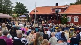 SPORNESFESTIVALEN: Festivalen venter på avklaring fra myndighetene om festivalsommeren, men avlyser ikke årets utgave. Arkivfoto