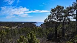 LENSÅSEN: En spektakulær utsikt over Storeng, Slåttøya og Hovekilen venter på Lensåsen. Foto: Esben Holm Eskelund