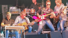 CLUTTERBILLIES: Bandet samles igjen for første gang på lang tid for å lage Sommer på Poppes i Arendal sentrum. Pressefoto