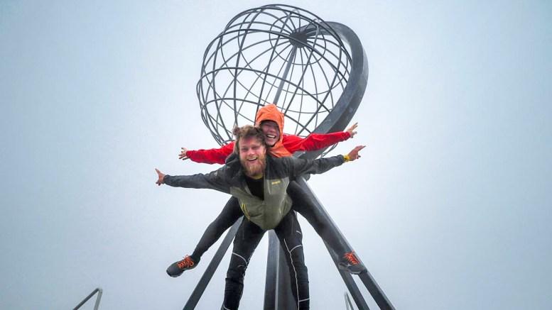 NÅDDE MÅLET: Jenny Mathilde Lien fra Tromøy og kjæresten Sverre Askvig Gullbekk fra Asker har syklet over 3.000 kilometer siden begynnelsen av mai. Foto: Privat