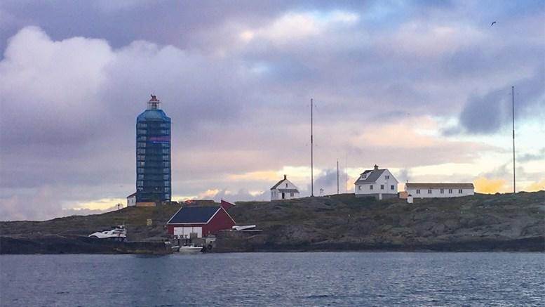 OPPGRADERINGER: Store Torungen fyr er under oppmaling denne sommeren. Foto: Esben Holm Eskelund