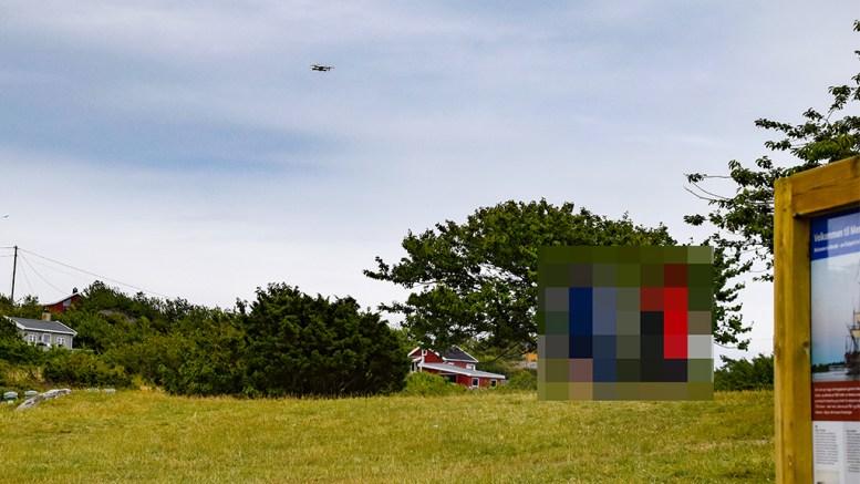 DRONEFLYVNING: Å fly med drone i Raet nasjonalpark er ikke lovlig, men det vet de færreste om. Pilotene på bildet er sladdet. Foto: Esben Holm Eskelund