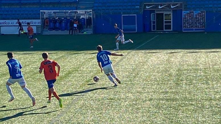 SPILTE MOT ÅLESUND: Adrian Siqveland Sunde (15) fra Tromøy spilte for Molde FK på Akers Stadion søndag. Foto: Privat