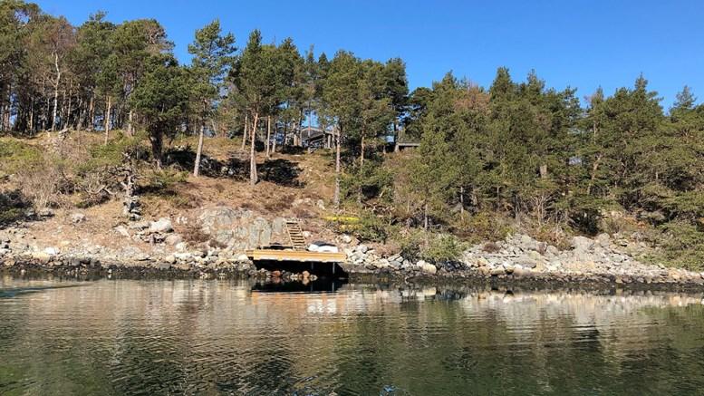 STRANDSONETILTAK: Allmenn ferdsel blir hindret ved Tromlingsund, mener en innbygger som varslet om mulige ulovlige tiltak på en hytteeiendom høsten 2018. Foto: fra saksdokumentene
