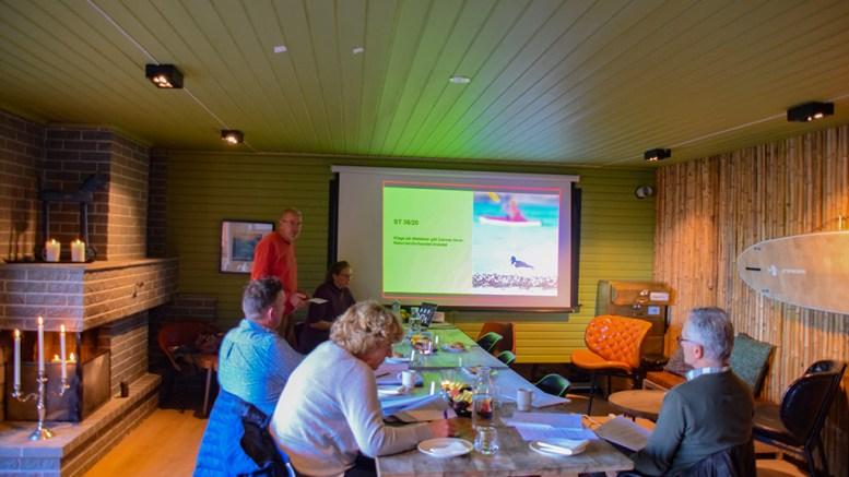 KLAGEBEHANDLING: Jørgen Ubisch (t.v.) fra Naturvernforbundet Arendal fikk snakke til nasjonalparkstyret om forbundets klage på Canvas-aktiviteter. Størsteparten av styret deltok digitalt i møtet fredag. Foto: Esben Holm Eskelund